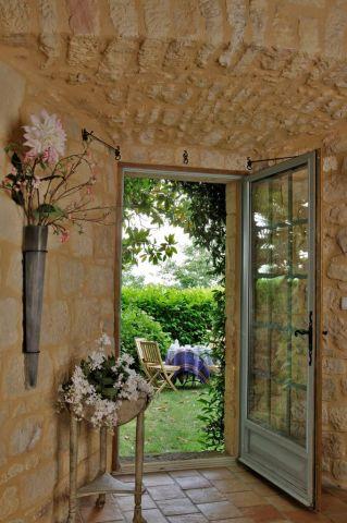 Jardin vu du salon du Prieuré Biron